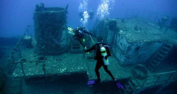 barco hundido en medusadive