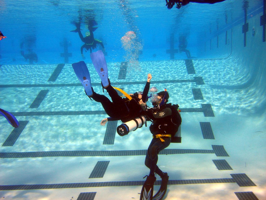 Padi rescue diver learn to help medusadive - Padi dive courses ...